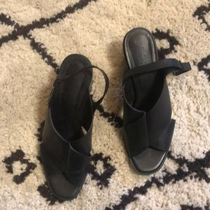 Cos 40/9.5-10 black leather sandal with small heel